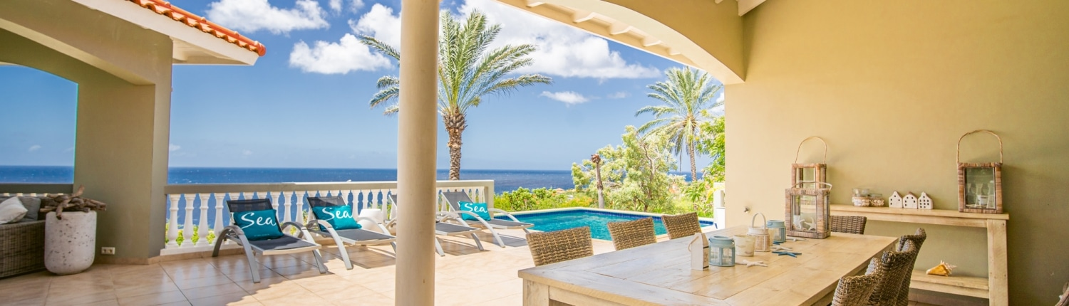 Villa with Pool and Ocean View for 8 people Located in Coral Estate Curaçao - DushiVilla